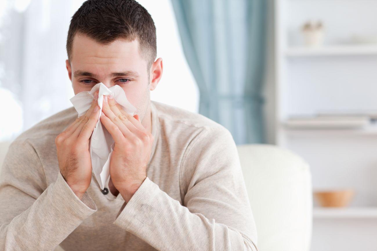 Perché ogni anno gli adulti sviluppano nuove allergie?